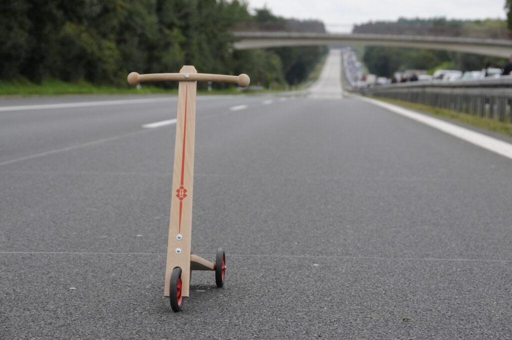 Holzroller auf der Autobahn - Stau. Fotograf Karsten Uhlmann